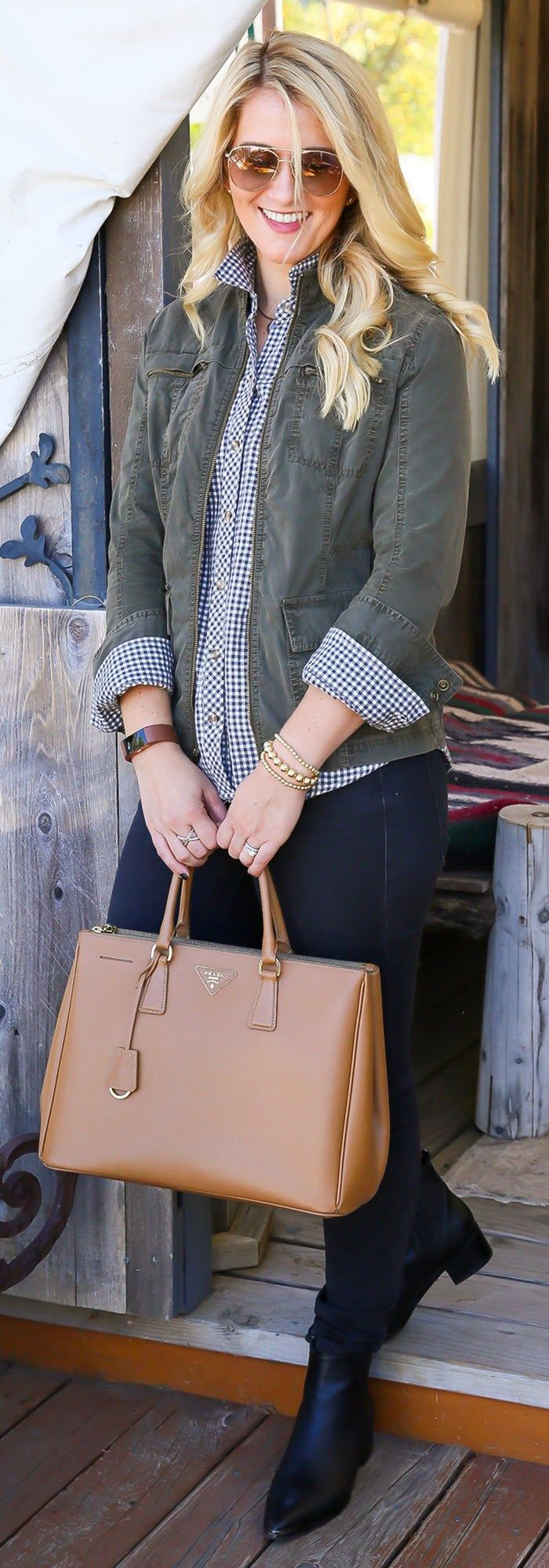 Flannel shirt outfit women  How to Dress Up Flannel Shirts with Jeans Outfit for Women Fall