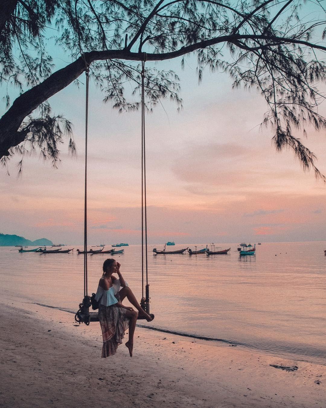 """Leonie Hanne sur Instagram: """"Se balancer au coucher du soleil ... Anzeige / Tellement reconnaissante pour ces jours de paradis paisibles qui m'ont aidé à me sentir rechargée et magnifiquement équilibrée ..."""""""
