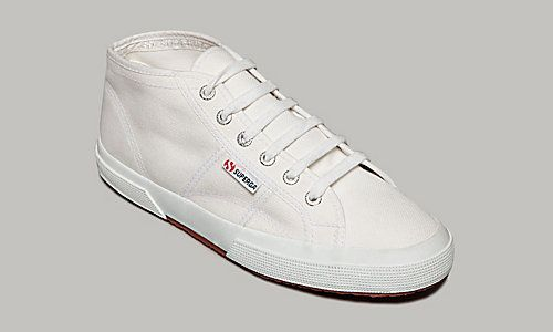 Superga has now an online store in the US! yay! I've been wearing those shoes forever! ;-)