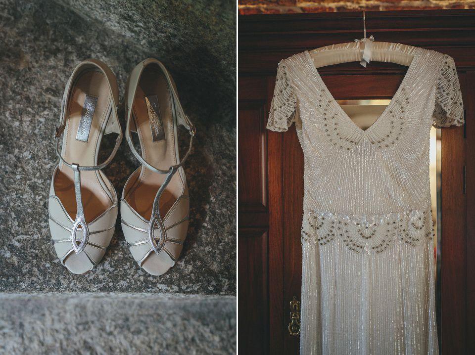 Brautkleid mit Applikationen aus Steinen und Pailletten