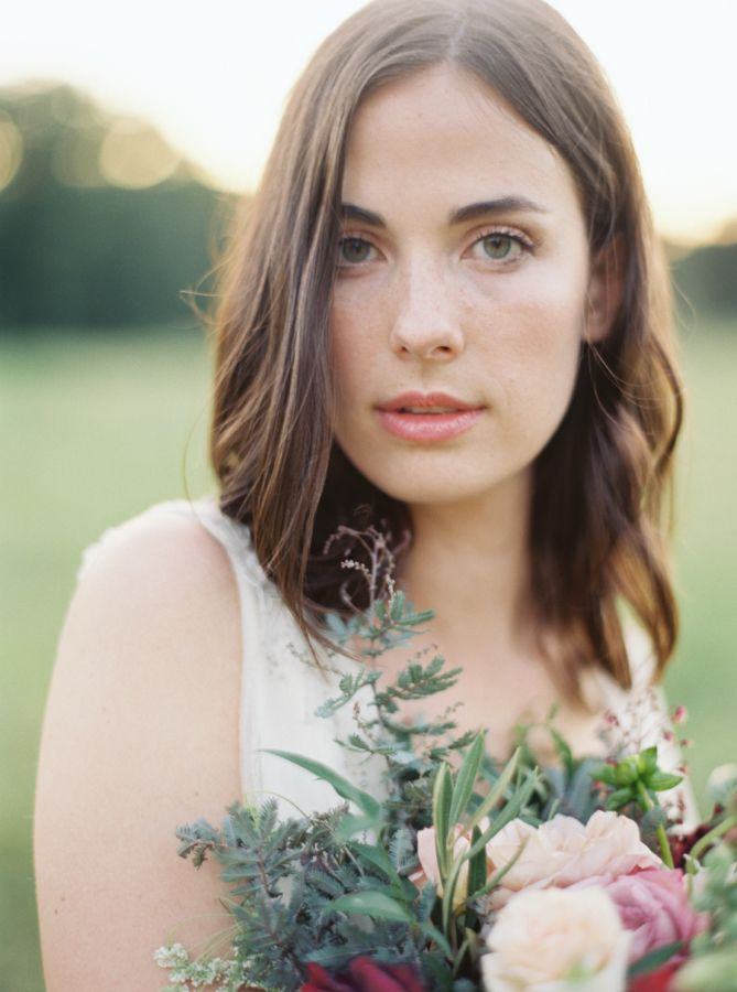 Soft and natural bridal beauty look: http://www.stylemepretty.com/2015/09/16/rustic-elegant-tuckahoe-plantation-wedding-inspiration/ | Photography: Kate Ignatowski - http://www.kateignatowski.com/