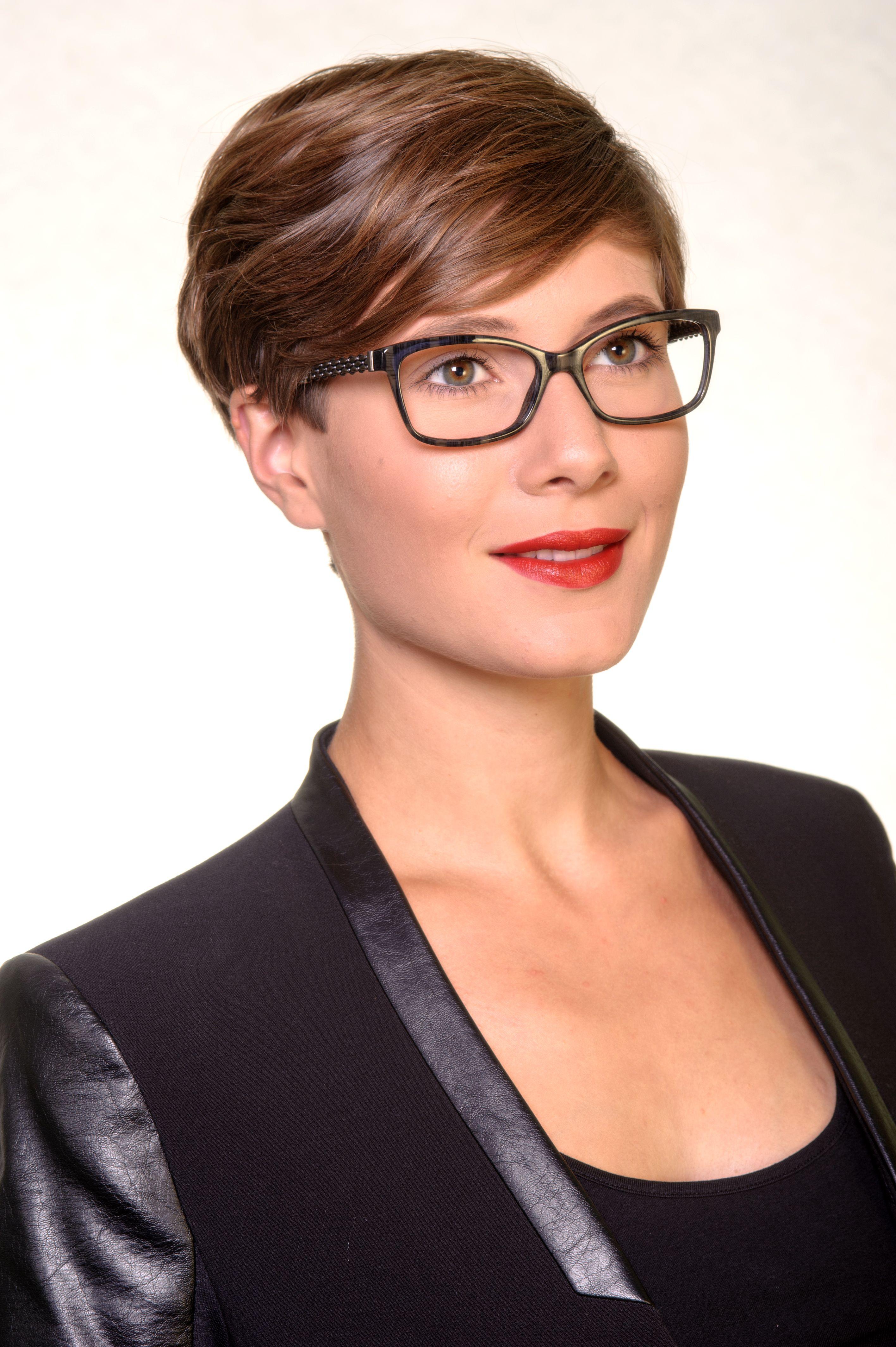 ee288361bac9 Chanel 3318 1456 Designerbrille  Modern und irgendwie anders ...