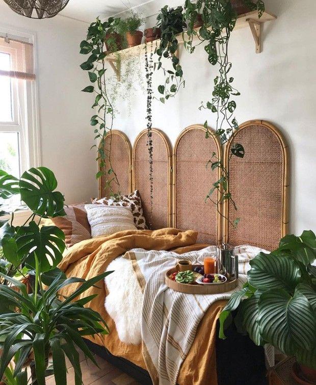 Décor do dia: canto de descanso estilo boho cercado de plantas