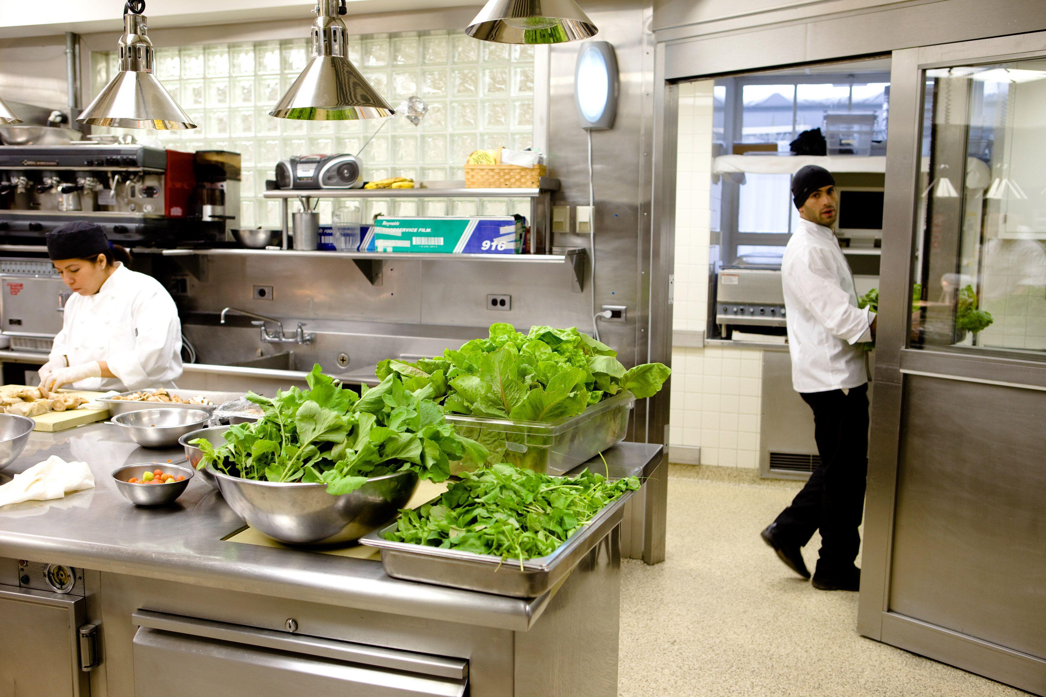 White House Kitchen Garden On Video Cuisines Maison Cuisine Restaurant Cuisine Intelligente The kitchen in the white house