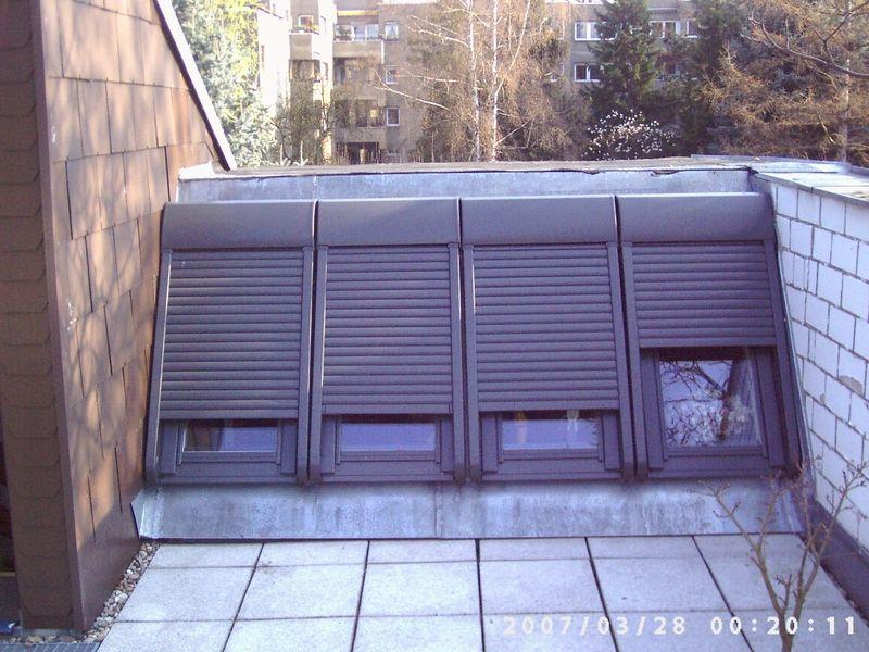 Rollos Berlin velux dachfenster mit rollos auf dachterrasse einbau durch