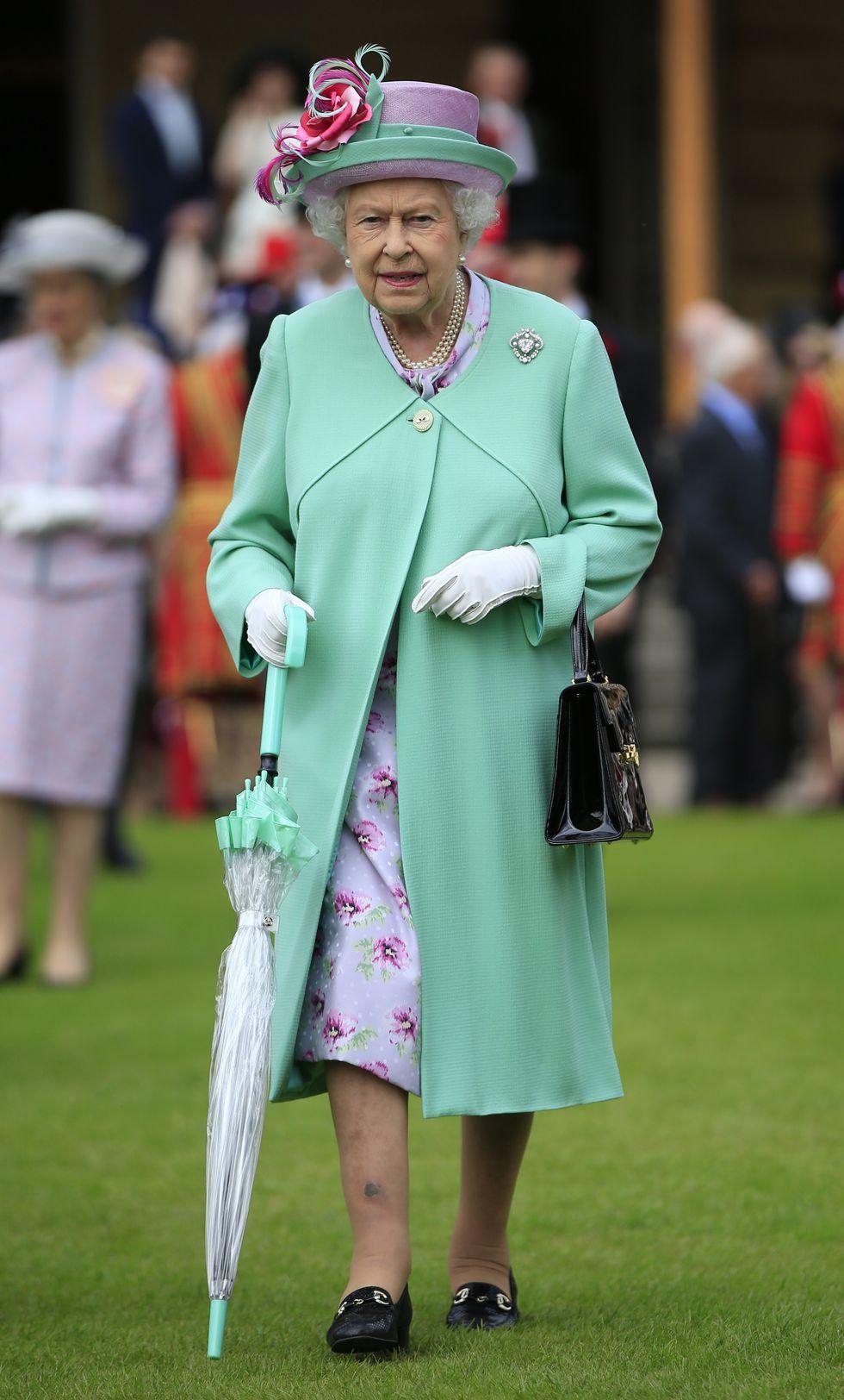 Queen Elizabeth Ii S Most Classic Looks Of All Time Moda Sapka [ 1624 x 980 Pixel ]