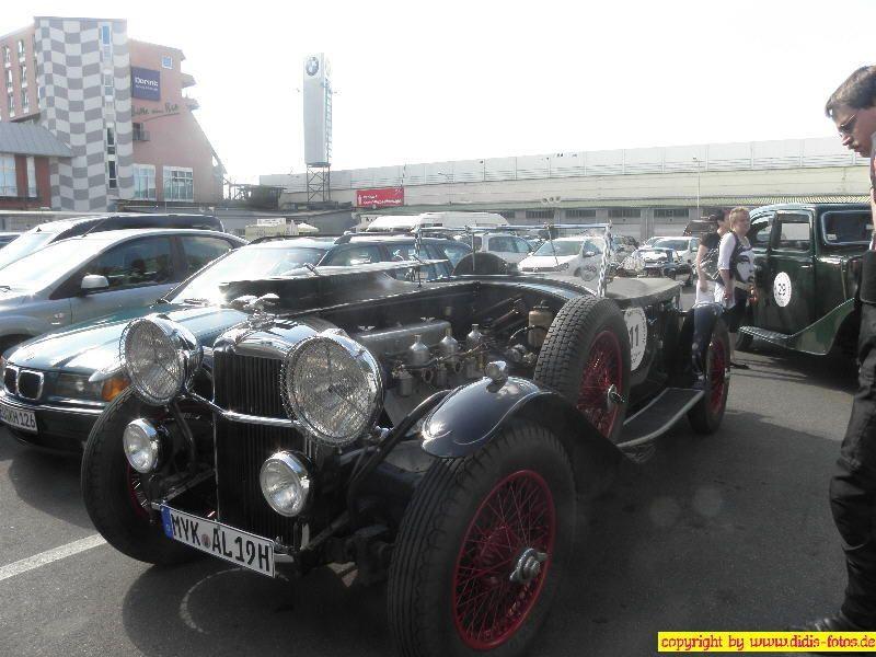 Oldtimer im alten Fahrerlager am Nürburgring