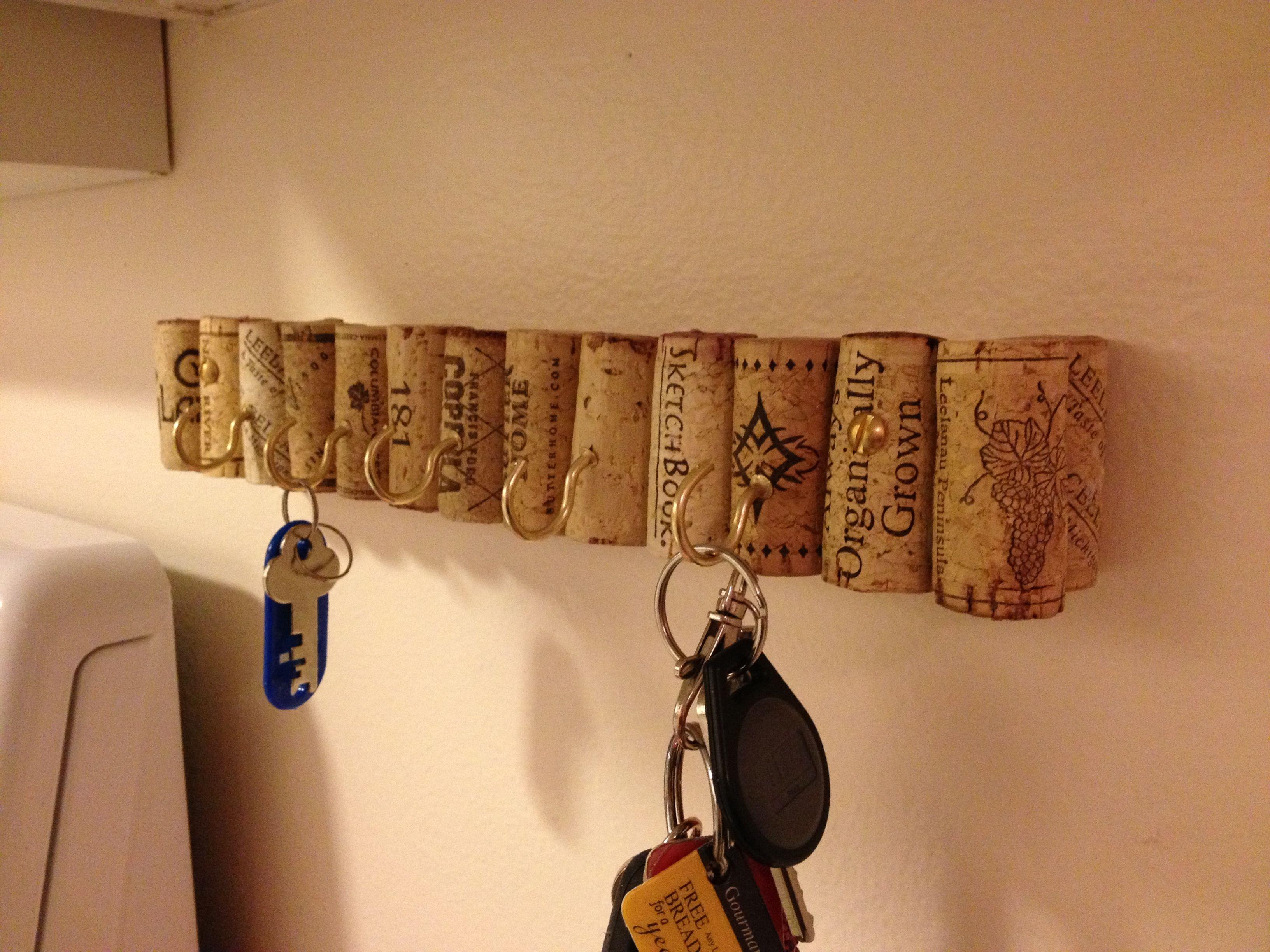 Diy recycled corks key rack corks wine bottles for Wine cork diy ideas