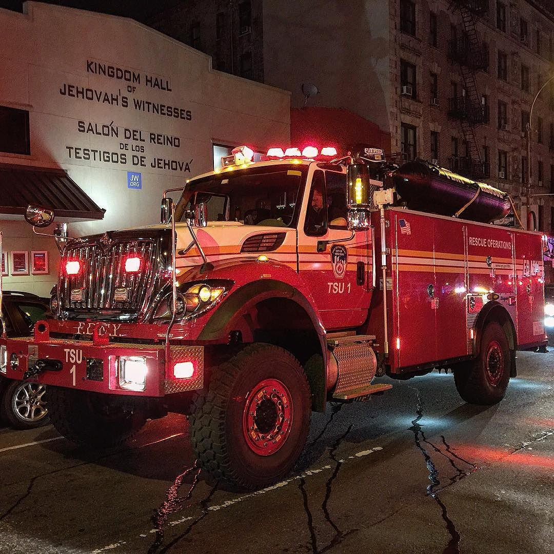 BRAND NEW FDNY TSU 1 - (TACTICAL SUPPORT UNIT 1) - OPERATING AT A 3RD ALARM  FIRE ON BROADWAY AND 151ST STREET IN THE WASHINGTON HEIGHTS AREA OF  MANHATTAN IN ...