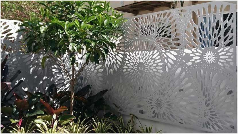 Bild Moderner Sichtschutz Garten Heller Zaun Metall Motive Pflanzen Kleiner Baum Plants