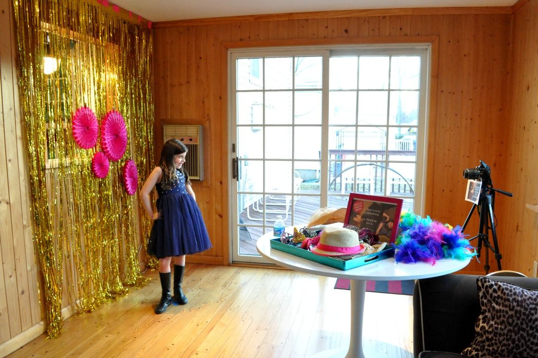 For Sophia S Glamtastic Birthday Party At Our House I Created A And Easy Photo Booth That The Kids Loved All You Need To Create Your Own Is Tripod