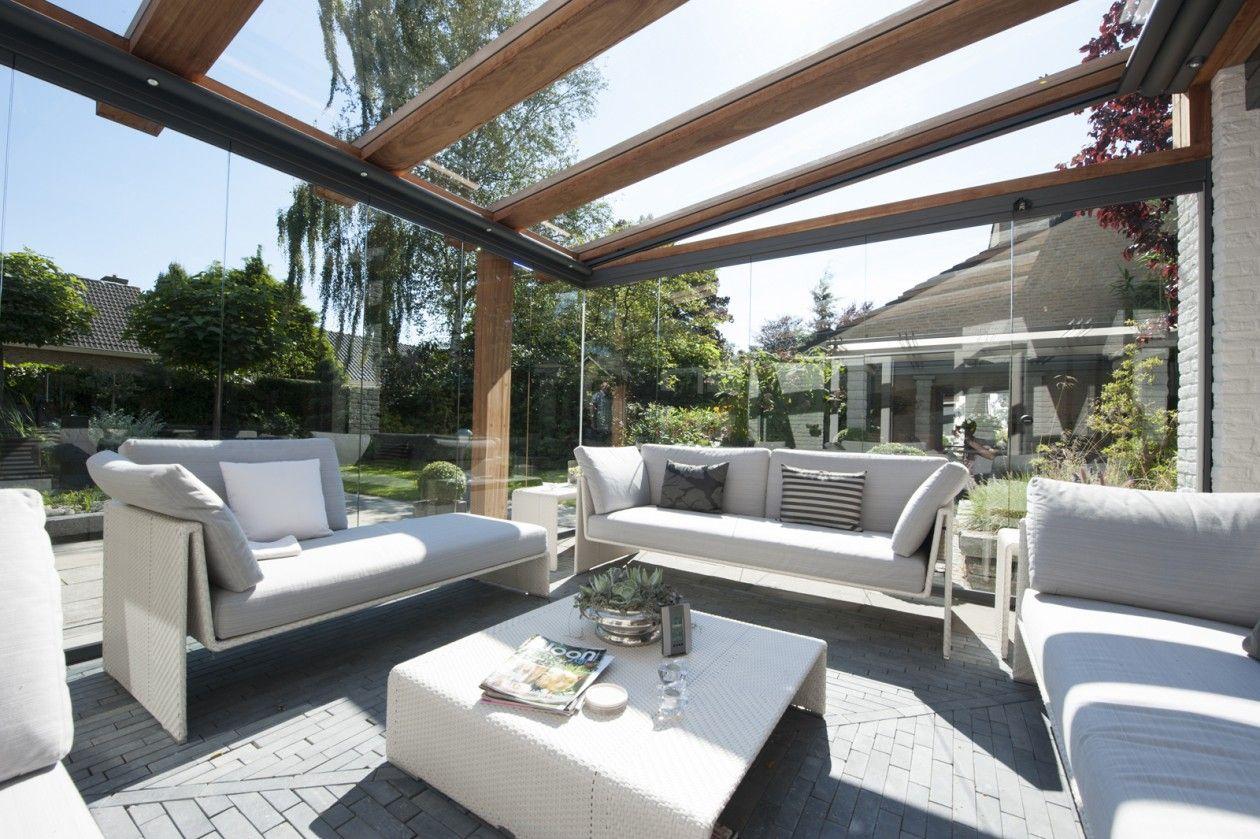 Houten terrasoverkapping met glas en zonwerend doek jumbo overdekt terras veranda - Terras met houten pergolas ...
