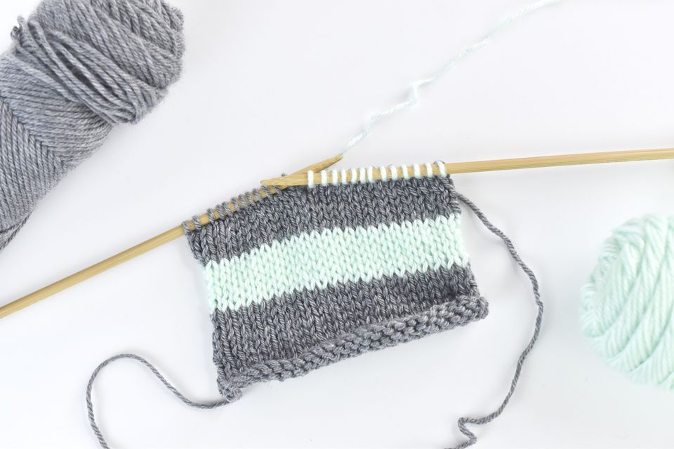 Change Colors and Carry Yarn in Knitting Like a Pro
