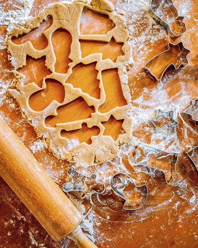 Making Gingerbread Cookies 👌😊 #foodgasm #instagood #foodphotography #delicious #rustic #old #eat #instafood #yummy #sugar #homemade #yummy #starting #oldlook #baking #bakingfun #recipes #recipe #healthyfood #eggs #foodie #foodlover #instayum #yum #sugar #cookies #christmas #gingerbread