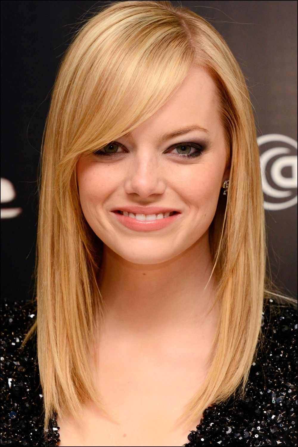 Shoulder Length Haircut With Side Bangs Side Bangs Hairstyles Straight Hairstyles Medium Medium Length Hair Styles