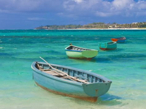Small fishing boats in the turquoise sea mauritius for Ocean fishing boats