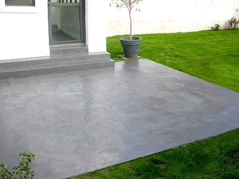 Dalle b ton d corative enduit de parement sur une dalle for Beton cire exterieur terrasse leroy merlin