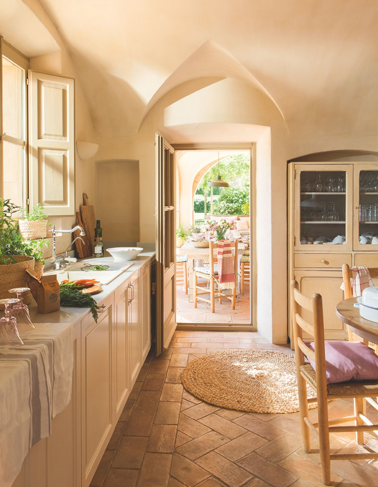 Cocina con office mobiliario realizado a medida por - Alfombra de cocina ...