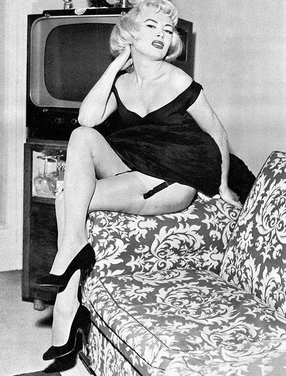 coccinelle jacqueline charlotte dufresnoy vintage drag pinterest charlotte vintage. Black Bedroom Furniture Sets. Home Design Ideas