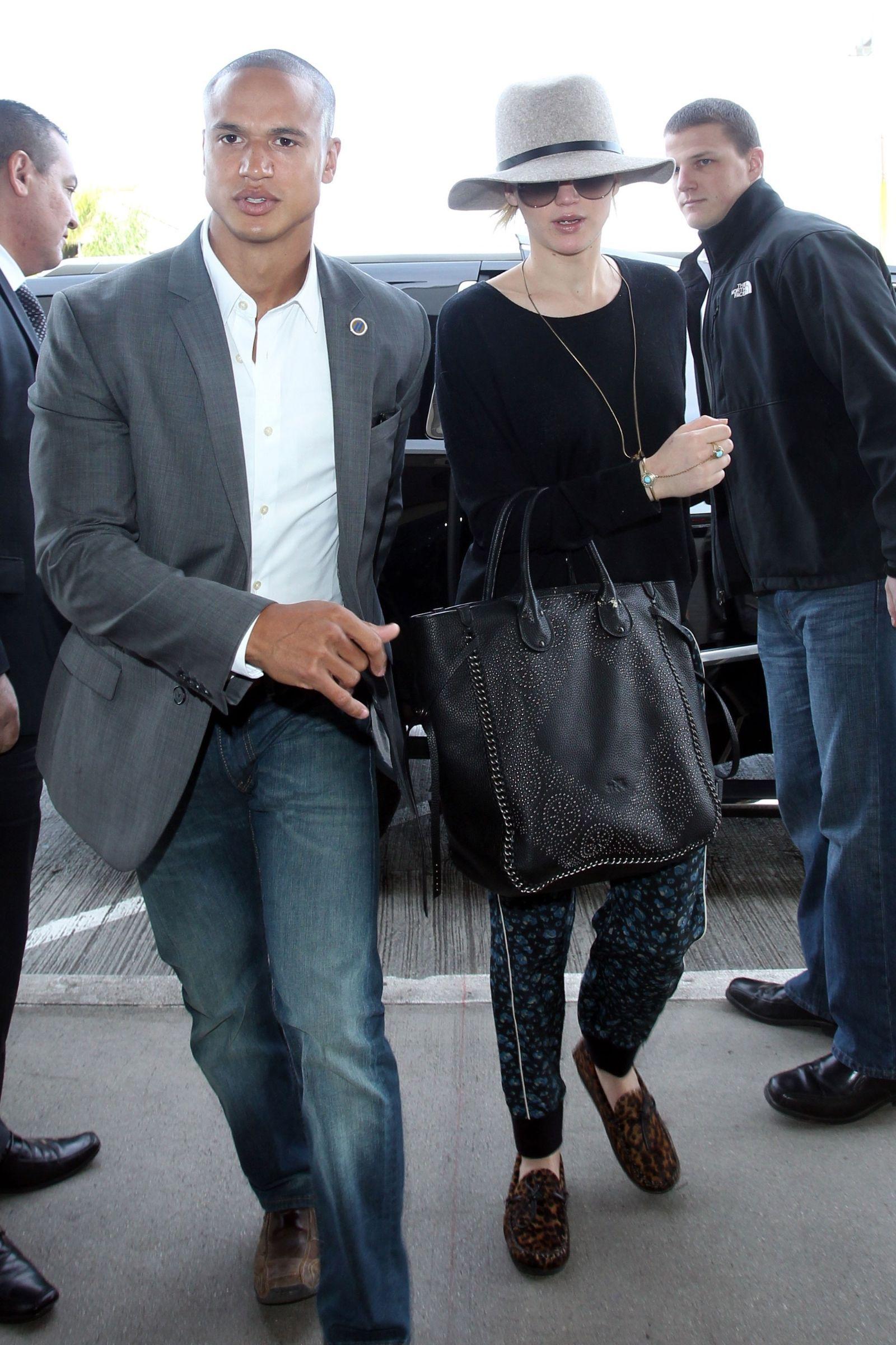 12 Hot Celeb Bodyguards Jennifer Lawrence Bodyguard Jennifer Lawrence Street Style
