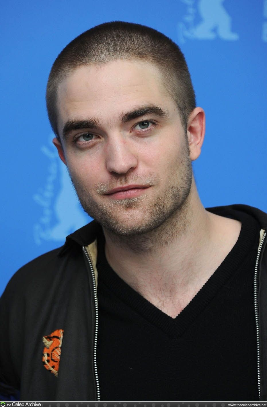 """Robert Pattinson says he couldn't do Taylor Lautner style shirtless acting"""" """"I'd have to make a lifestyle change if I wanted to do shirtless acting."""" The vampire seems to be more reserved than the werewolf collegue who spends a large part of the movies without a top on.    Visit Robert's pictures on http://www.thecelebarchive.net/ca/gallery.asp?folder=%2Frobert+pattinson%2F"""