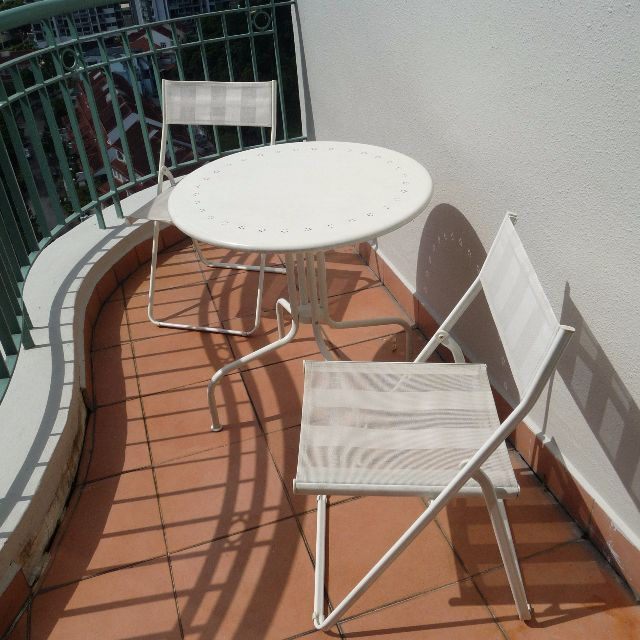 This Lovely Table And 2 Chair Outdoor Set Has Only Been Used Twice We Are Selling It Due To Relocation Outdoor Furniture Sets Outdoor Chairs Outdoor Settings