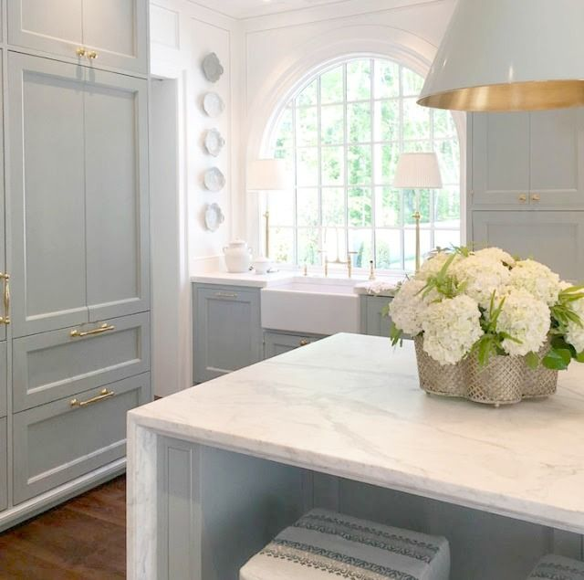 Traditional Blue and White Traditional Kitchen Design: 2017 Southeastern Designer Showhouse & Gardens - Hello Lovely #traditionalkitchen