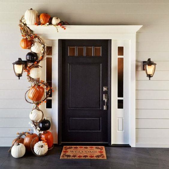Pin by ᘠNettie Katᘠ on HALLOWEEN Pinterest Porch, Patios and House - decorating front door for halloween