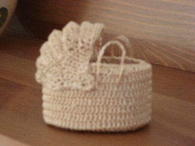 Inspiration - adorable.  I'll have to try to make it and post the pattern on my blog.