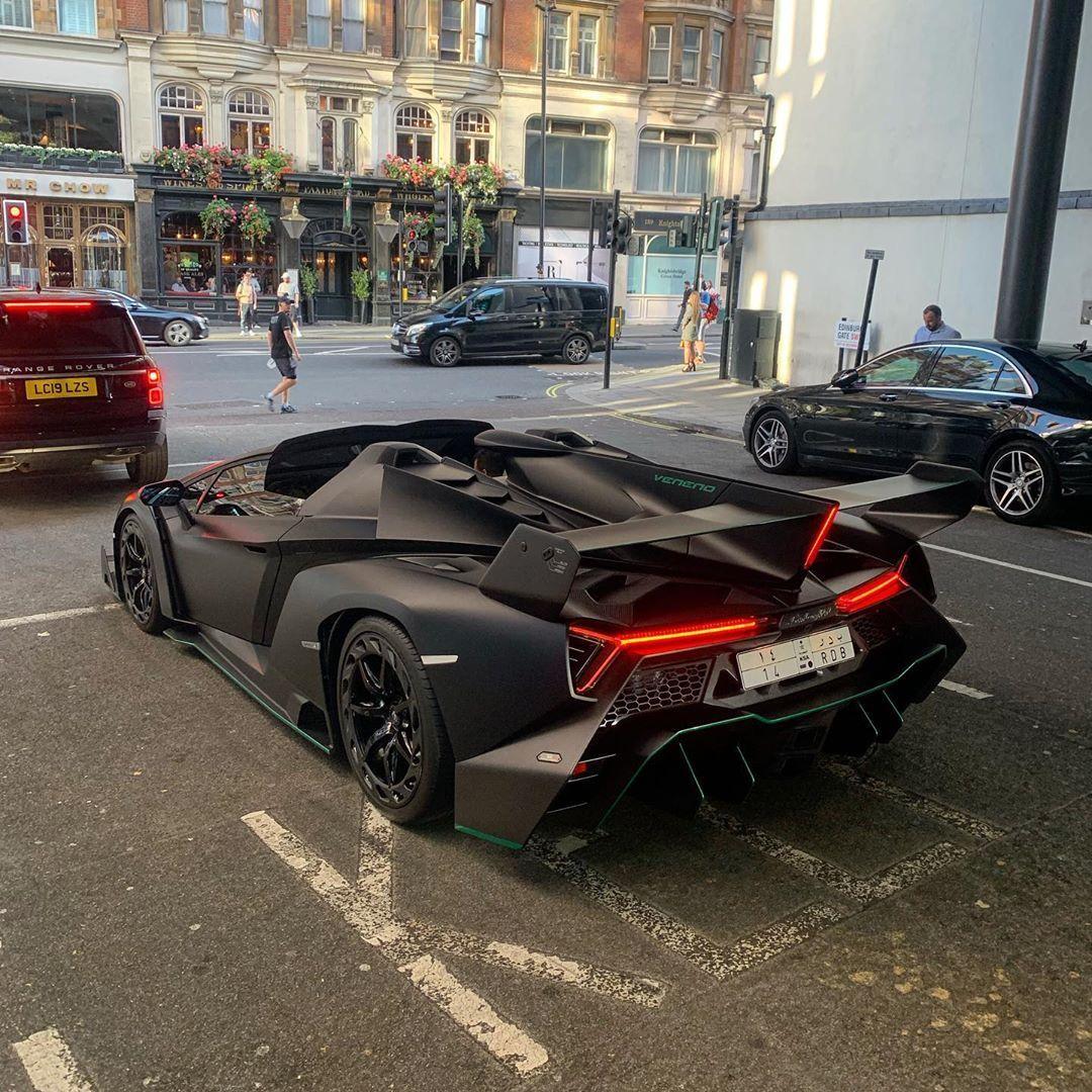 Lamborghini Veneno Roadster #lamborghiniveneno <<<Casual Lamborghini Veneno Roadster spotted in London...>>>|| FOLLOW @SupercarsBuzz for More || Credits: @staeldo @b14 || #lamborghini #veneno #lamborghiniveneno #lamborghiniveneno