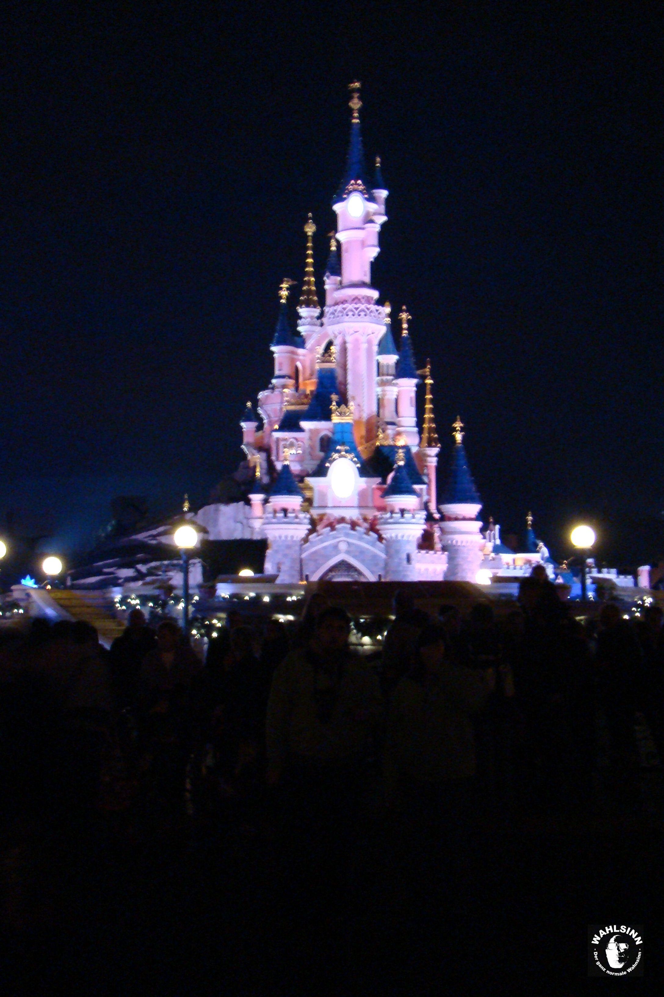 Disneyland Paris - Disneyschloß im dunkeln