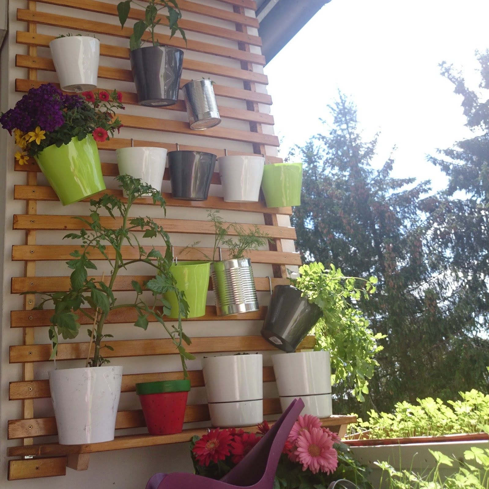 Mini Balkon diy balkonien pflanzen auf mini balkon mit hilfe eines