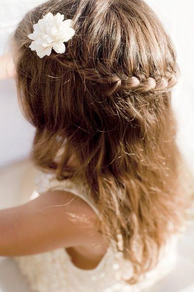 coiffure enfant pour un mariage tout savoir sur les soins cheveux et tendances pinterest. Black Bedroom Furniture Sets. Home Design Ideas