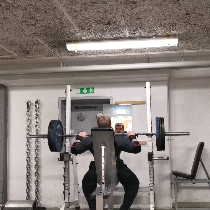 Military press 100kg 2 sets 12 reps😁💪 #strength#beastmode#power#shoulders#trainhar...