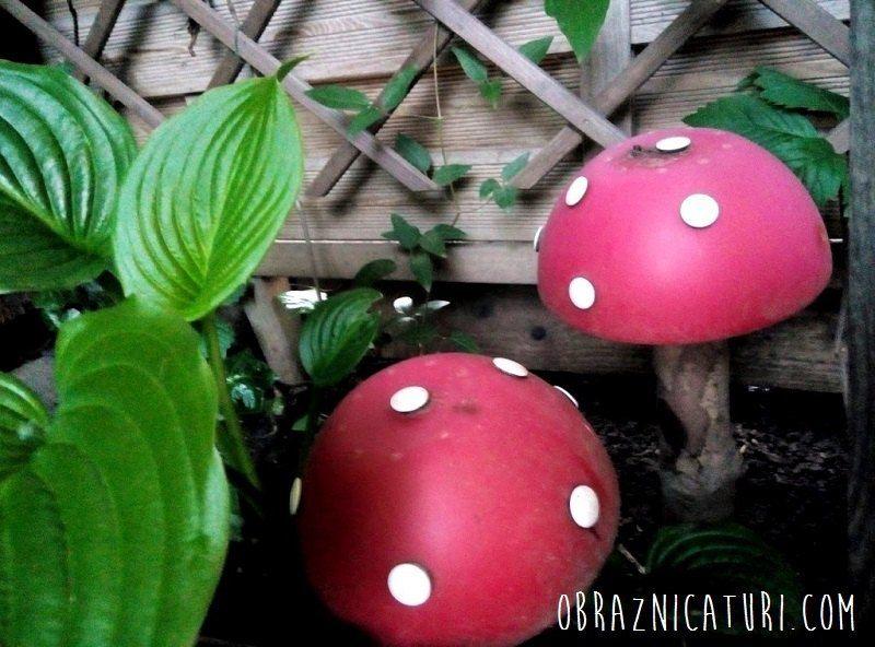 Make Adorable Garden Mushrooms From Plastic Bowls Garden Mushrooms Stuffed Mushrooms Garden Fence Art