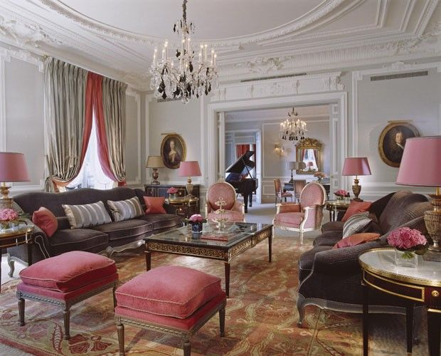 Plaza Athénée Paris Faz 100 Anos Luxury Hotel