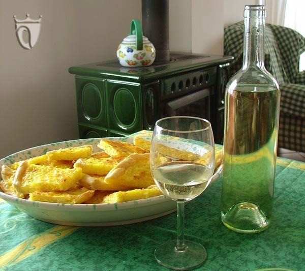 Cortese di Gavi (Cantina Cartasegna) e Torta di riso (salata). Scopri la ricetta http://www.vinicartasegna.it/ricetta-della-torta-di-riso-salata/ #vinobianco #gavi