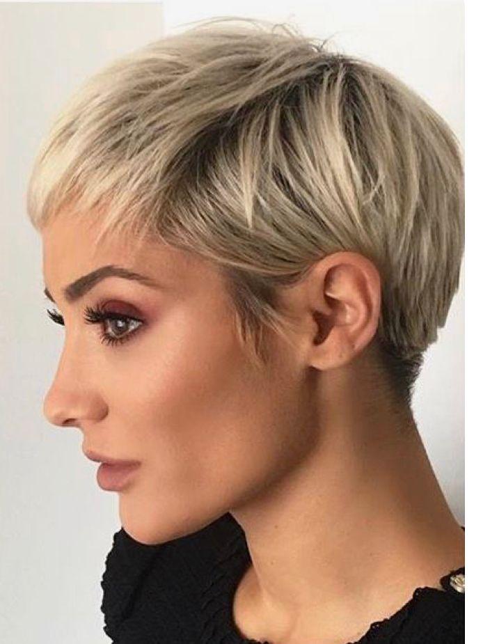 blond pixie side coupe pinterest coiffures cheveux courts et cheveux. Black Bedroom Furniture Sets. Home Design Ideas