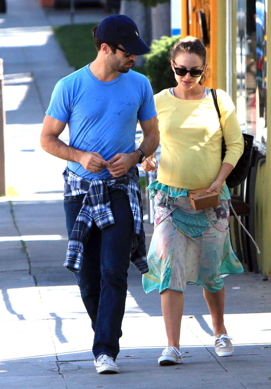 Pregnant Natalie Portman (2088×3000)