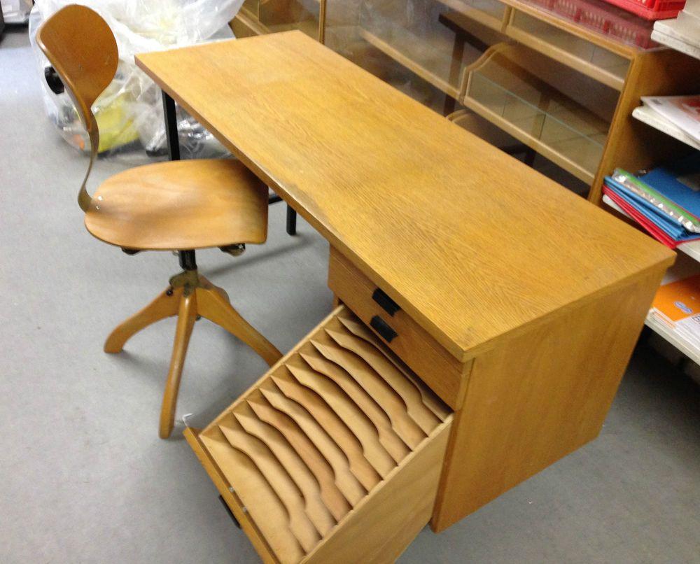 alter antiker b rostuhl drehstuhl mit metallfedern b rotisch mit einlage akten alternativ. Black Bedroom Furniture Sets. Home Design Ideas