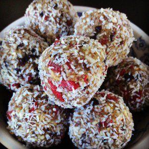 Superfood balls. Emma Lauren Food Blog.