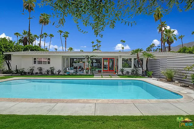 1379 E San Lorenzo Rd Palm Springs Ca 92264 Mls 19497732ps Zillow Palm Springs San Lorenzo Modern Architecture