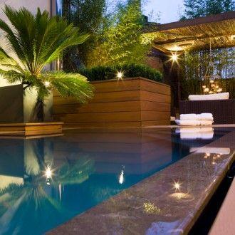 Tropisch zwembad in compacte achtertuin ook van iets for Zwembad achtertuin