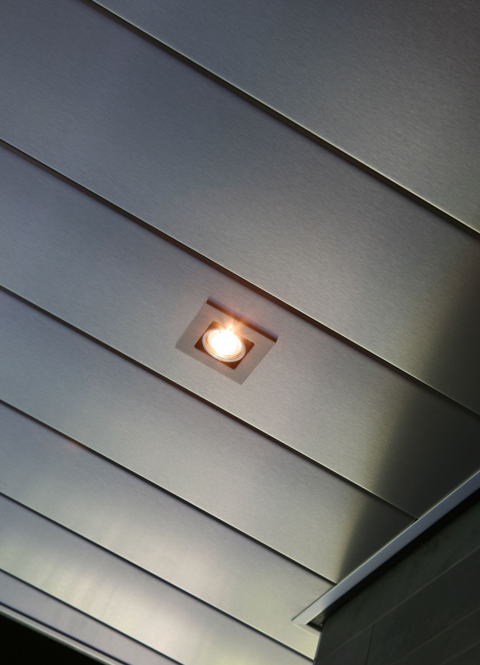 Aluminium luxalon badkamer plafond met ingebouwde led verlichting plafond pinterest - Bed plafond ...