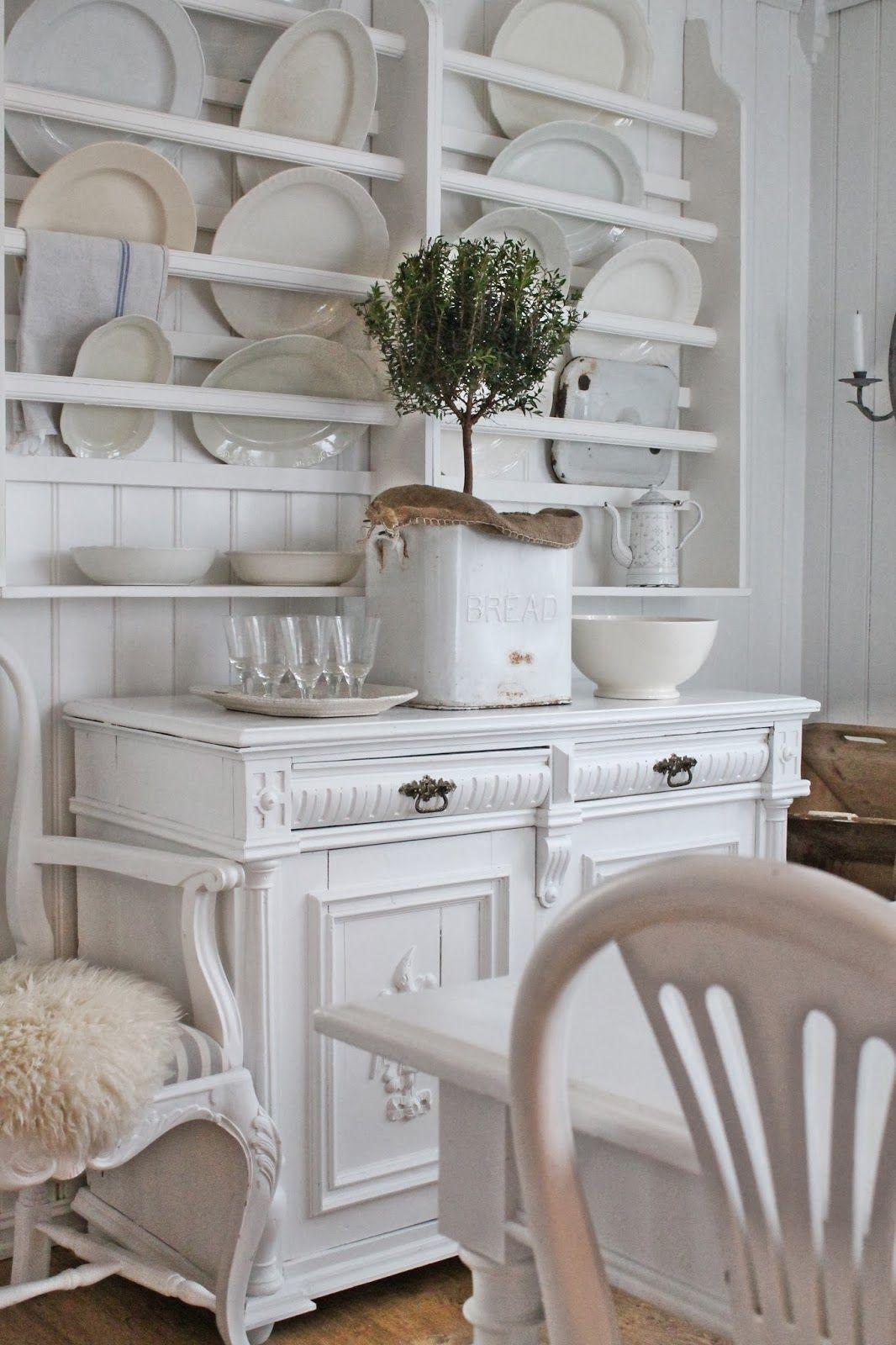 VIBEKE DESIGN: Natural and white