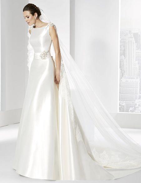 vestidos de novia en mikado francés con cola postiza adornada con un