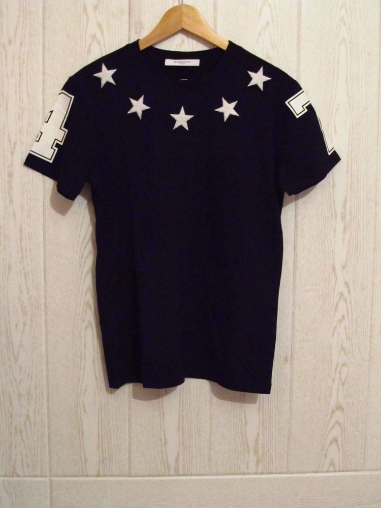 8ec03395819d0 GIVENCHY Stars Applique 74 T-shirt Black Size M  Givenchy