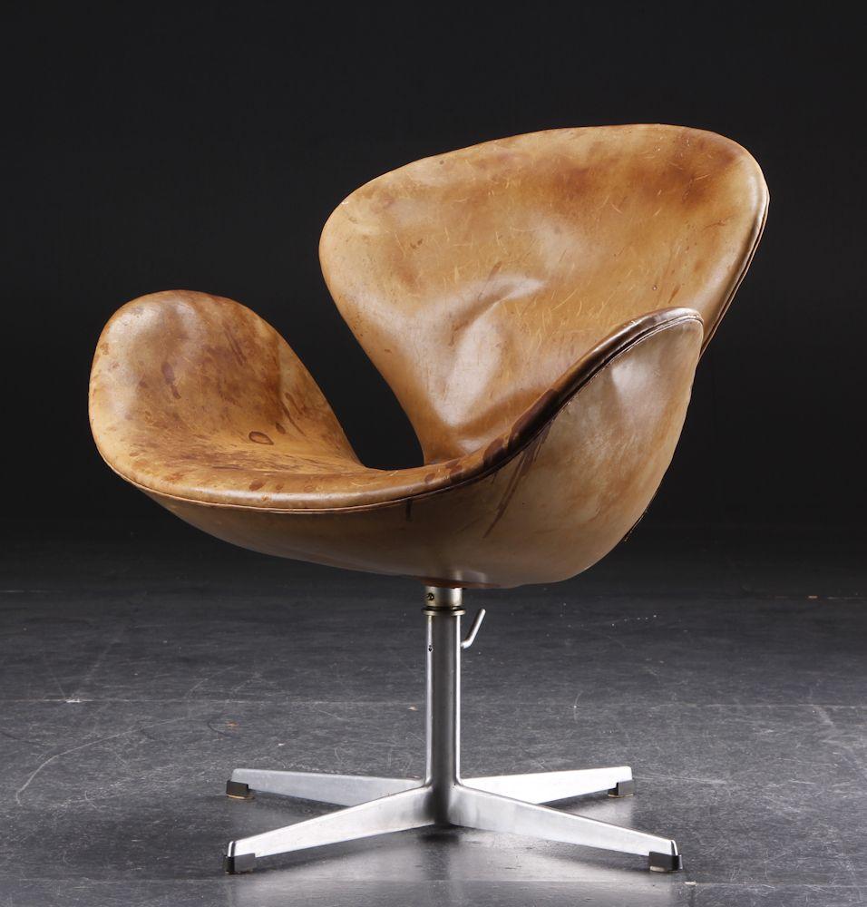 Svane chair by Arne Jacobsen