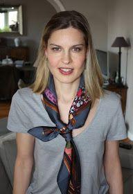 scarf : Hermès, earrings : OJ Perrin, t-shirt : Petit Bateau    Aujourd'hui, un post court pour vous montrer mon nouveau Carré issu de la ...