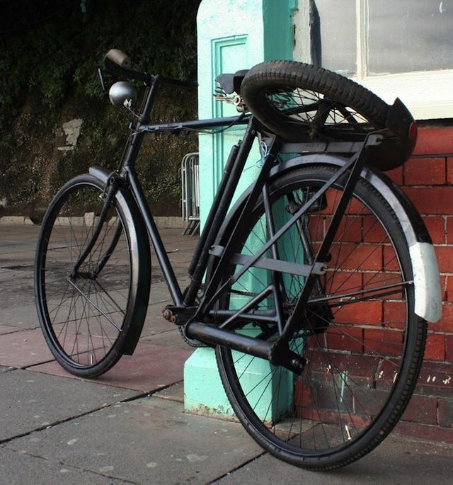 bicicletta 1933 raleigh con watsonian sidecar sidecar bicycling and cargo bike. Black Bedroom Furniture Sets. Home Design Ideas